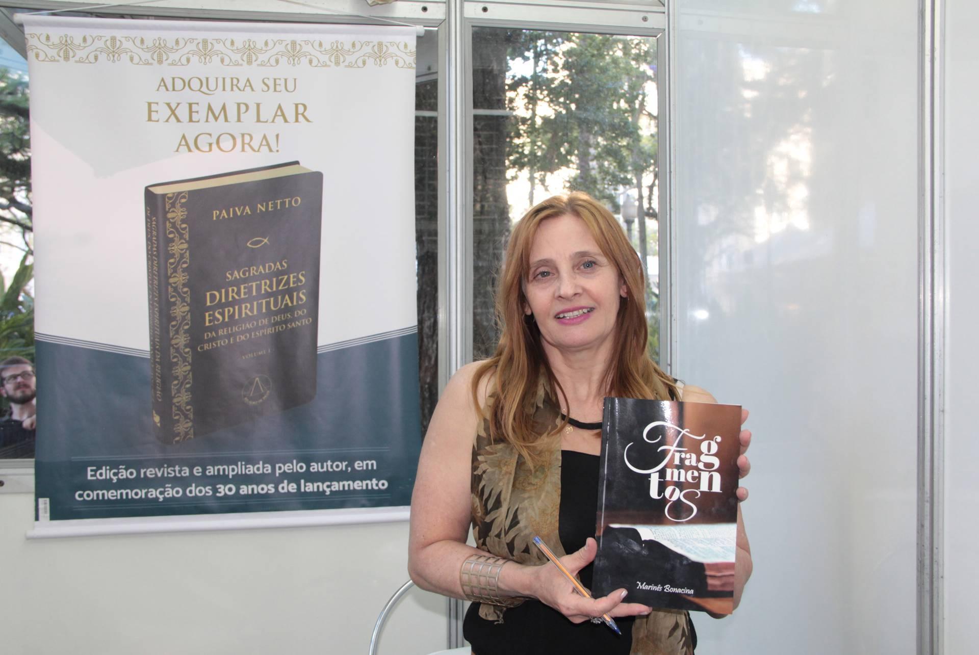 DOMINGO, 19 — A escritora e presidente da Casa do Poeta-Latino Americano, Marinês Bonacina, lançou a obra literária