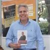 QUARTA-FEIRA, 8 — O escritor Rafael Vasconcelos autografou o livro