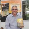 QUARTA-FEIRA, 8— O escritor Carlos Ivan Silva esteve na Feira do Livro de Porto Alegre para uma sessão de autógrafos de seu livro O Evangelho segundo a Esperança. Ele enviou a obra ao dirigente da LBV com os seguintes dizeres: