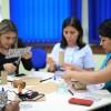 Durante as atividades foi proposto a transformação de artigos descartáveis em objetos úteis e duradouros. Em grupo, os participantes puderam confeccionar objetos que tenham utilidade em sua vida cotidiana.