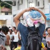 Florianópolis, SC —Famílias em situação de vulnerabilidade social, que já são atendidas pela Legião da Boa Vontade ao longo do ano, levam para seus lares a certeza de mesa farta no fim de ano: cestas de alimentos da campanha de Natal da LBV.