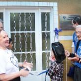 Anápolis, GO — O descerrar da fita entrega as novas instalações do Centro Comunitário de Assistência Social da LBV para as crianças e famílias atendidos pela instituição na cidade anapolina.