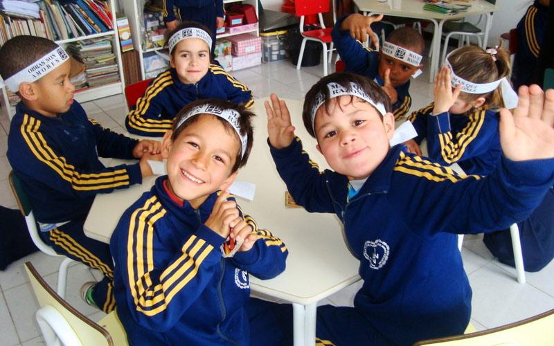 NIÑO: ¡EL FUTURO EN EL PRESENTE! yJOVEN: ¡EL FUTURO EN EL PRESENTE! (Brasil y Uruguay)—Participan en los programas niños y adolescentes de 6 a 18 años de edad, por un período de cuatro horas diarias. Se promueven actividades culturales, lúdicas, deportivas y educativas que trabajan conceptos de ciudadanía y la vivencia de la Cultura de Paz. Con esa acción, la LBV ofrece un ambiente seguro a sus atendidos, dejándolos lejos de las calles o del aislamiento.