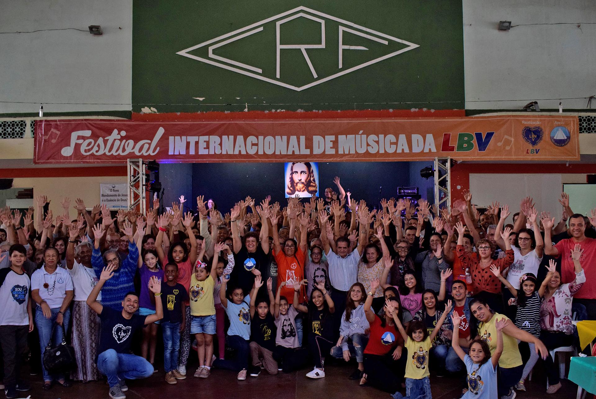 """Engenheiro Paulo de Frontin, RJ - A tese """"A Urgência de viver o 'Amai-vos como Eu vos amei', de Jesus"""", de autoria do escritor Paiva Netto, foi a inspiração para as apresentações no Festival Internacional de Música, da LBV, que reuniu todo o Estado do Rio de Janeiro."""