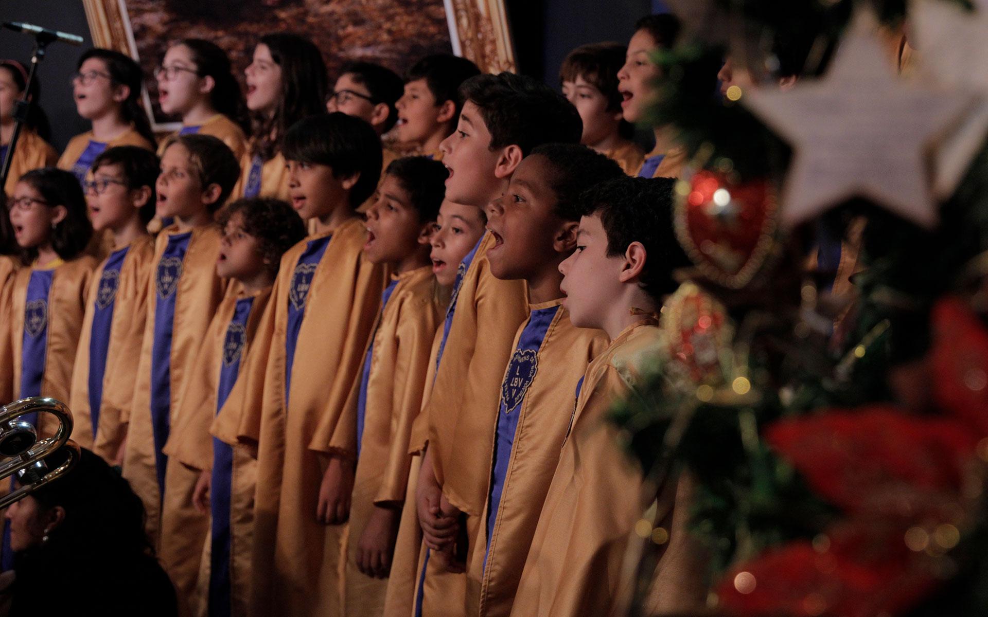 São Paulo, SP – O Coral Infantojuvenil Boa Vontade, juntamente com a Orquestra Filarmônica Boa Vontade, abrilhantou a cantata natalina com Músicas Legionárias dedicadas ao Divino Mestre, Jesus.