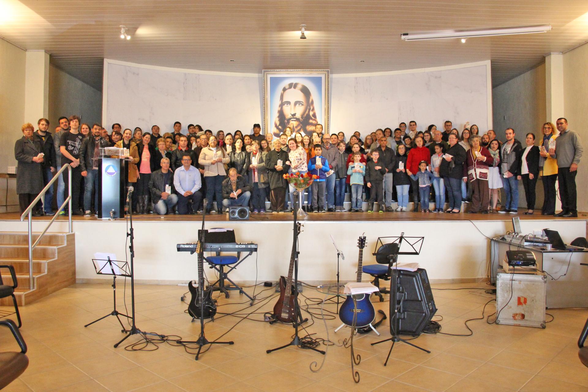 Curitiba, PR - Cristãos do Novo Mandamento de Jesus, Juventude Legionária e Soldadinhos de Deus se reúnem para uma manhã alegre, em família, nas Igrejas Ecumênicas da Religião do Terceiro Milênio.