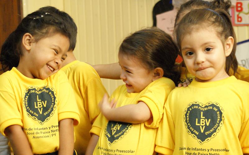 Alumnos de la escuela de la LBV en Asunción, Paraguay.