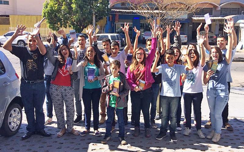 Belo Horizonte, MG — Foi com alegria verdadeira que, logo pela manhã, os jovens foaram chegando à Igreja Ecumênica da Religião Divina para participarem das atividades de conclusão da 42ª edição do Fórum e das celebrações dos 61 anos de trabalho do irmão Paiva Netto nas Instituições da Boa Vontade de Deus.