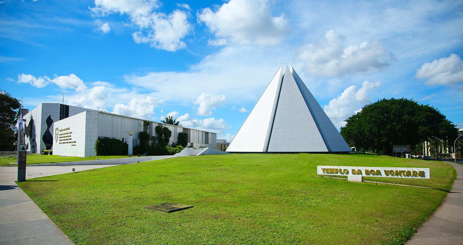 Templo da Boa Vontade, em Brasília, DF - Sede Espiritual da Religião de Deus, do Cristo e do Espírito Santo.