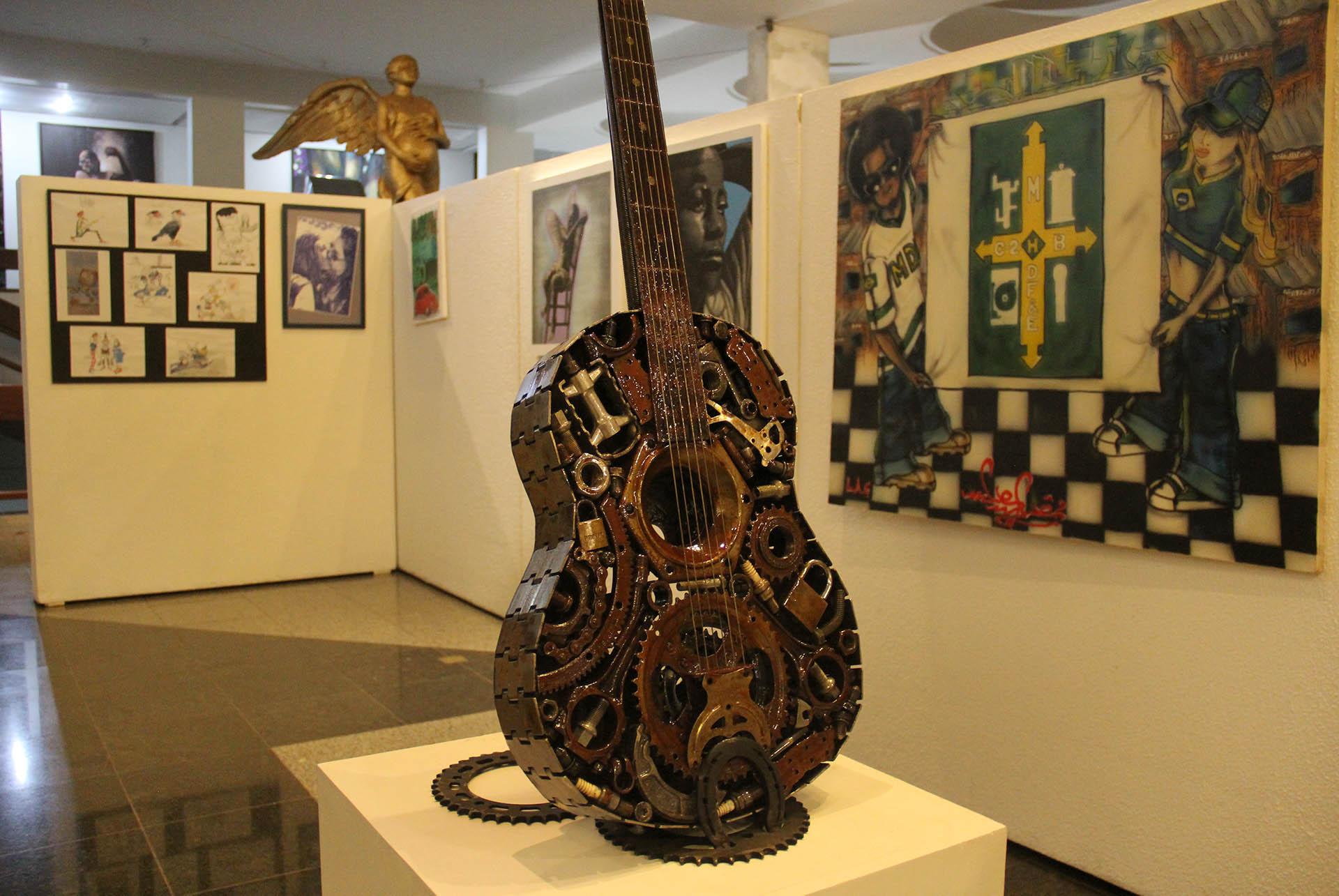 Inspirados em temas contemporâneos, históricos, sociais e naturalistas, a mostra conta com trabalhos em técnicas diversas.
