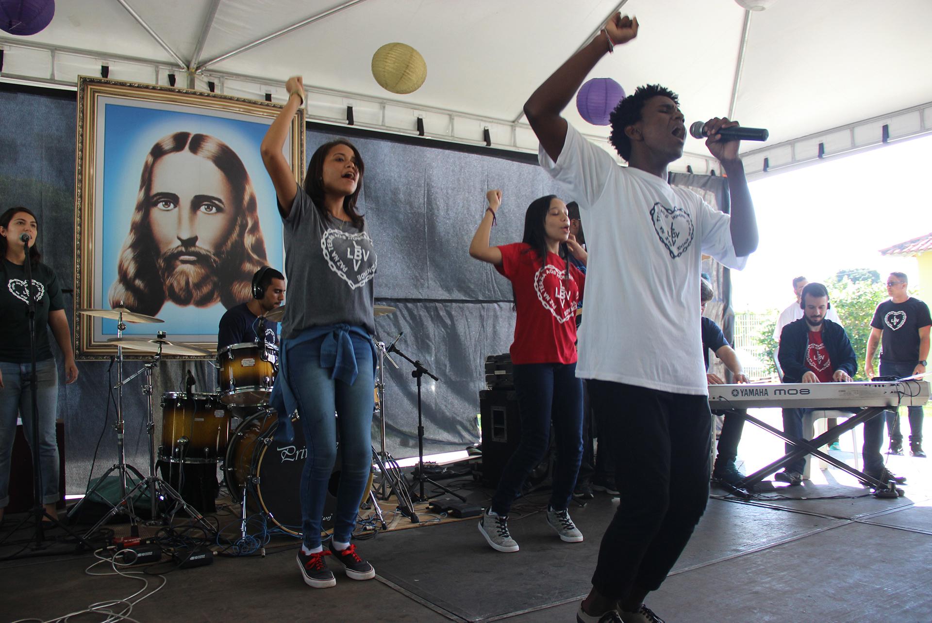 Araruama, RJ -Muita animação dos Jovens Legionários da Boa Vontade de Deus durante as apresentações do Festival Internacional de Música, da LBV - Etapa Rio de Janeiro.