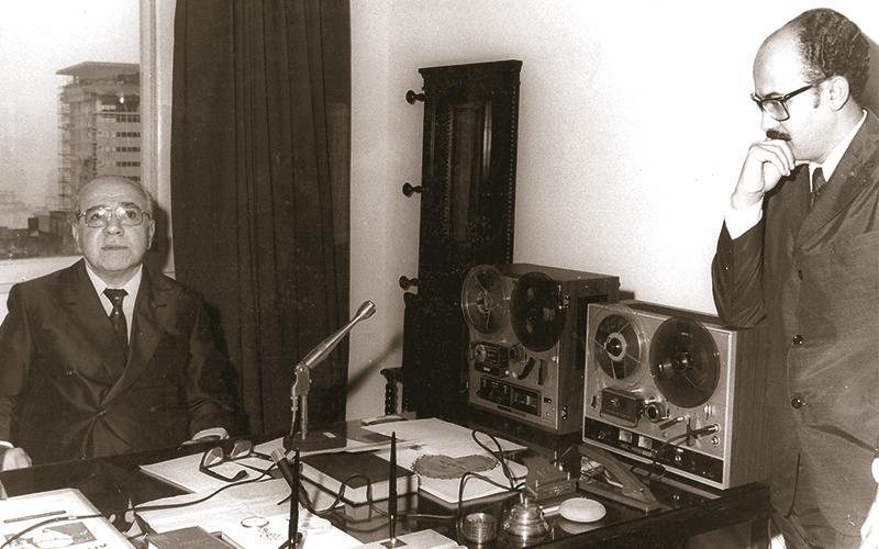 Em outubro de 1968, no gabinete da Presidência da LBV, no Rio de Janeiro/RJ, Zarur e Paiva Netto ouvem, concentrados, uma gravação.