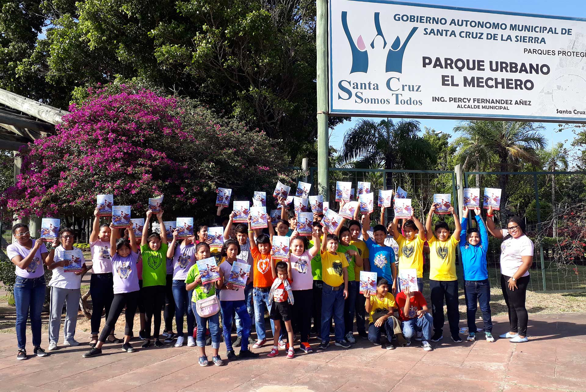 Santa Cruz, Bolívia — Jovens de todas as idadesse reuniram para mais uma edição do Encontro Literário #EuLeioPaivaNetto.