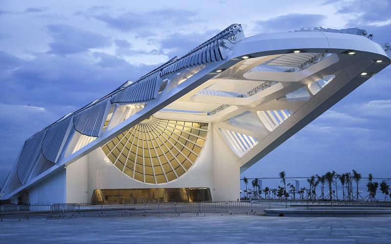 O Museu do Amanhã, localizado naPraça Mauá, zona portuária do Rio de Janeiro, foi indicado para o prêmio internacional Mercado Internacional dos Profissionais Imobiliários),na categoriaEdifício Verde Mais Inovador.
