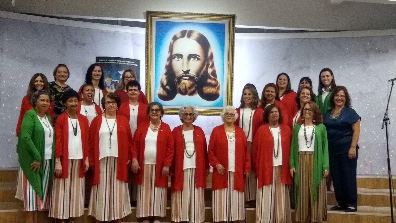 Uberlândia, MG - Registro do Coral Comunitário Nair Torres, da Religião Divina, após belíssima apresentação na Cantata Natalina