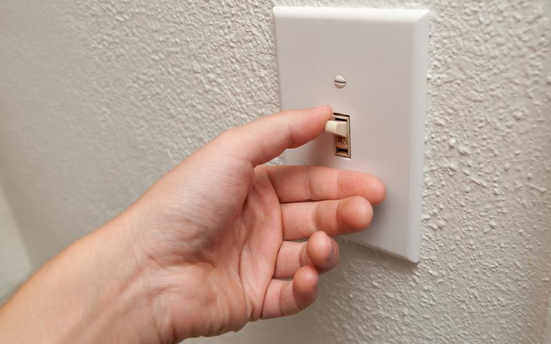 Não deixe a luz acesa em cômodos desnecessariamente.