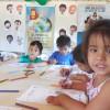 """Assunção, Paraguai —Em meio a desenhos e pinturas, os Soldadinhos de Deus, da LBV, expressam suas ideias e opiniões a respeito do tema """"Nossos deveres e direitos de Cidadãos Ecumênicos""""."""