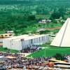 BÔNUS!21 de outubro/1989: Milhares de pessoas superlotam a Quadra 915 Sul, tomada também por ônibus e carros, no dia da inauguração do Templo da Paz,comandada pelo dirigente da LBV. Uma festa ecumênica jamais vista.