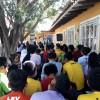 Santa Cruz de La Sierra/Bolívia- Jovens estudam atentamente livro do escritor Paiva Netto, dentro das atividades do 44º Fórum Internacional do Jovem Ecumênico da Boa Vontade de Deus.