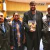 Nova York, EUA — Danilo Parmegiani, representante da LBV nas Nações Unidades (ao centro), confraterniza com membros da Delegação de Bangladesh.