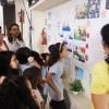 Uberlândia, MG — Os Soldadinhos de Deus, da LBV, e suas famílias observam os trabalhos confeccionados pelas crianças em atividades do Fórum.