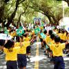 SALVADOR, BRASIL - Los niños atendidos por la LBV se alegran en participar del desfile en conmemoración a la Independencia de Brasil. Tradicionalmente, la Legión de la Buena Voluntad lleva al frente del desfile una Majestuosa Estampa de Jesús, el Cristo Ecuménico, el Divino Estadista.