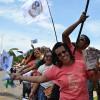 SÁBADO, 8 — Com bandeiras e o novo lançamento literário do escritor Paiva Netto, peregrinos aguardam para recepcioná-lo nas celebrações dos 25 anos do TBV.