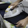 Acumule uma quantidade razoável de roupas e passe tudo de uma só vez. Quando ligado e desligado várias vezes, o ferro provoca um grande desperdício de energia.