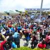 SÁBADO, 8 — Multidão se aglomera para recepcionar com carinho e emoção o fundador do Templo da Boa Vontade, José de Paiva Netto, nas celebrações do Jubileu de Prata do monumento.