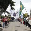 SÁBADO, 8 — Jovens Militantes da Boa Vontade de Deus aguardam o momento dofundador do TBV chegar ao local