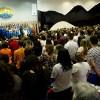 Superlotando o Plenário José de Paiva Netto, público acompanha a apresentação do Coral Ecumênico Infantojuvenil Boa Vontade, que abrilhantou a abertura do Painel Temático com a Música Legionária SOS Terra.