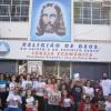Rio de Janeiro, RJ — Jovens de todas as idades se reúnem em frente à Igreja Ecumênica da Religião de Deus e saem às ruas para propagar a mensagem fraternade Jesus, o Cristo Ecumênico.