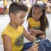 Cabo Frio, RJ - O kit é composto por ítens de acordo com a faixa etária dos estudantes, como: estojo, lápis preto e de cor, canetas, borrachas, tesoura, cubos de cola, cadernos, mochila, dicionários de Português e de Inglês entre outros.