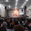 Rio de Janeiro, RJ — Jovens de todas as idades acompanham a mensagem fraterna e ecumênica de Paiva Netto, proferida em novembro de 2014, durante as comemorações de 25 anos do Templo da Boa Vontade.