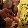 SÃO PAULO, SP —Na cerimônia, a primeira etapa é a da Revitalização Espiritual, onde o jovem emerge a mão direita na Pedra Batizada pelos Irmãos da Espiritualidade Superior e eleva à fronte como símbolo de limpeza espiritual.