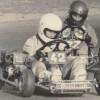 A foto registra a primeira corrida de kart em que ele conquista título. Até chegar à Fórmula 1, o piloto ganhou pelo menos um prêmio por ano.