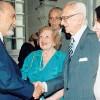 Por ocasião do seu centenário, em 1997, o sempre lembrado dr. Barbosa Lima Sobrinho é cumprimentado pelo diretor-presidente da Legião da Boa Vontade. O presidente da ABI está acompanhado por sua simpática esposa dona Maria José, amiga da LBV, sendo observados pela acadêmica Nélida Piñon.