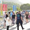 SÁBADO, 2 —Muitas pessoas visitando a Bienal Internacional do Livro neste primeiro final de semana.