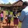 Dourados, MS -A iniciativa, promovida pela Legião da Boa Vontade (LBV), visa apoiar os pais que não têm recursos para a compra do material escolar e contribuir para o combate ao analfabetismo. Na Aldeia Indígena Bororó foram mais de 300 kits pedagógicos entregues a crianças e adolescentes.