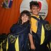Presidente Prudente, SP — Após receber seus materiais pedagógicos, as crianças fizeram questão de posar para a foto com todo estilo exibindo seus kits.