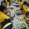 Campinas SP, — Vista geral das crianças conferindo, com alegria, os materiais que receberam da LBV na cidade das Andorinhas.