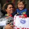 Marília, SP — Felicidade é o que não faltou na entrega de cobertores,familia registra momento de alegria ao receber os cobertores arrecadados por intermédio da campanha