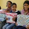 Ourinhos, SP — Familias de comunidades que vivem em situação de vulnerabilidade social, foram comtempladas com cobertores, com objetivo de minimizar o sofrimento de crianças, adolescentes, jovens, adultos e idosos.
