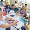 Belo Horizonte, MG — Durante as oficinas temáticas, as crianças tiveram a oportunidade de aprender brincando e exercitar a criatividade, o trabalho em equipe e a consciência ambiental. A Ana Beatriz, de 8 anos, fez uma bolsinha de lápis e destacou que com esses materiais eles podem fazer muitas coisas novas.=D