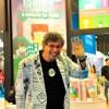 SEXTA-FEIRA, 1º — Olhe só quem foi à Bienal do Livro: o artista plástico Daniel Azulay! \o/