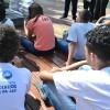 Salvador, BA— Jovens estudam juntos, na manhã deste sábado, as obras da coleção