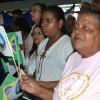 Salvador, BA— O povo agita as bandeirinhas do Brasil e da Religião do Amor Universal durante o 42º Fórum Internacional do Jovem Ecumênico da Boa Vontade de Deus.