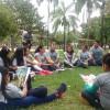 Santa Cruz de la Sierra, Bolívia— Jovens de todas as idadesestudam juntos a revista JESÚS ESTÁ LLEGANDO! [JESUS ESTÁ CHEGANDO!, em espanhol] na manhã deste sábado, dentro da 42ª edição do Fórum.