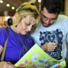 QUINTA-FEIRA, 7 — A leitora Célia Gonçalves da Costa estava passeando pela Bienal e foi conferir a literatura do escritor Paiva Netto.