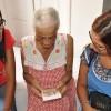 SALVADOR, BA —Jovens Legionários da Boa Vontade de Deus levam mensagem de conforto aos idosos do Lar Maria Luiza durante o Ato Ecumênico pela Expansão da Fraternidade.